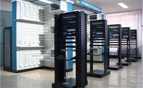 在机房建设规划初期,计算机及其他设备尚未确定,如果不